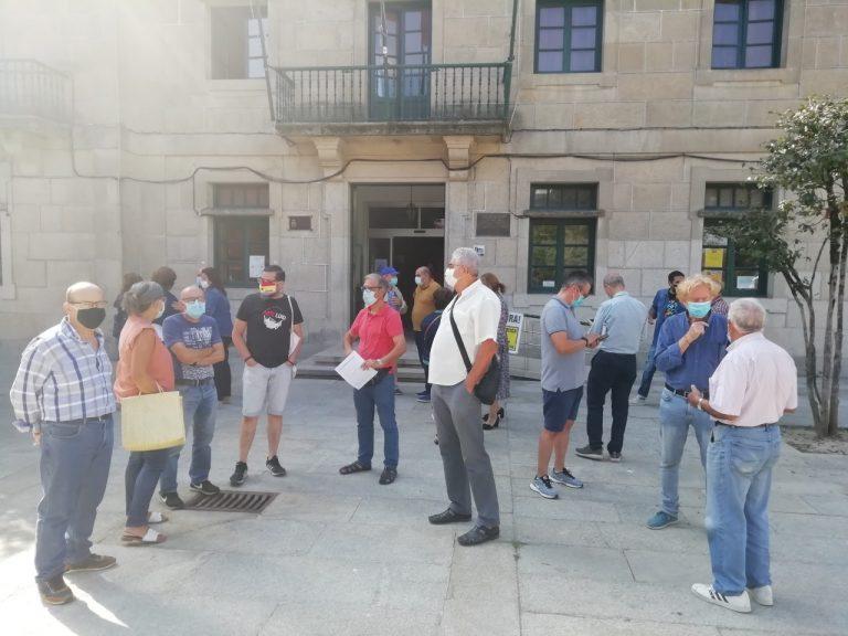 Veciños afectados entregaron máis de 1.000 sinaturas no Concello