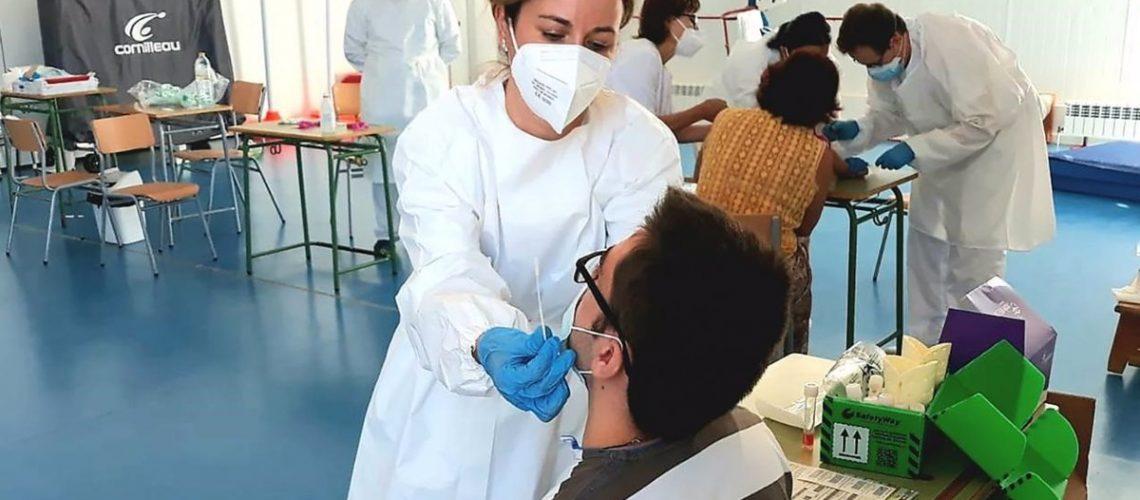 07/01/2021 Sanitario realiza una PCR POLITICA ESPAÑA EUROPA CASTILLA-LA MANCHA JCCM